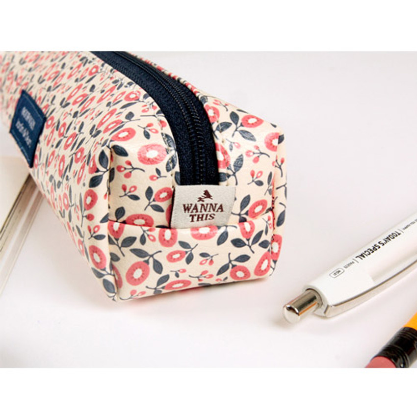 Detail of Pour vous melody square zipper pencil case