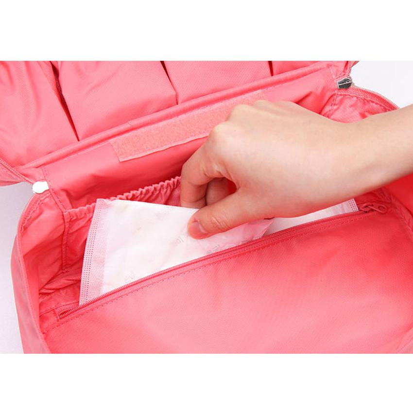 Bottom zippered pocket