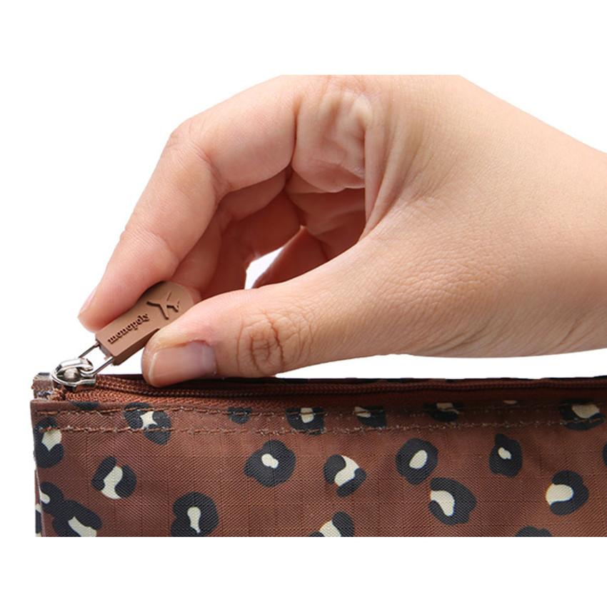 Rubber zipper slider