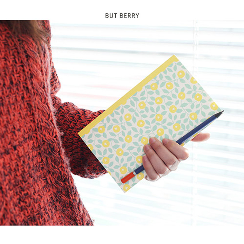 But berry - Promenade flower pattern plain notebook