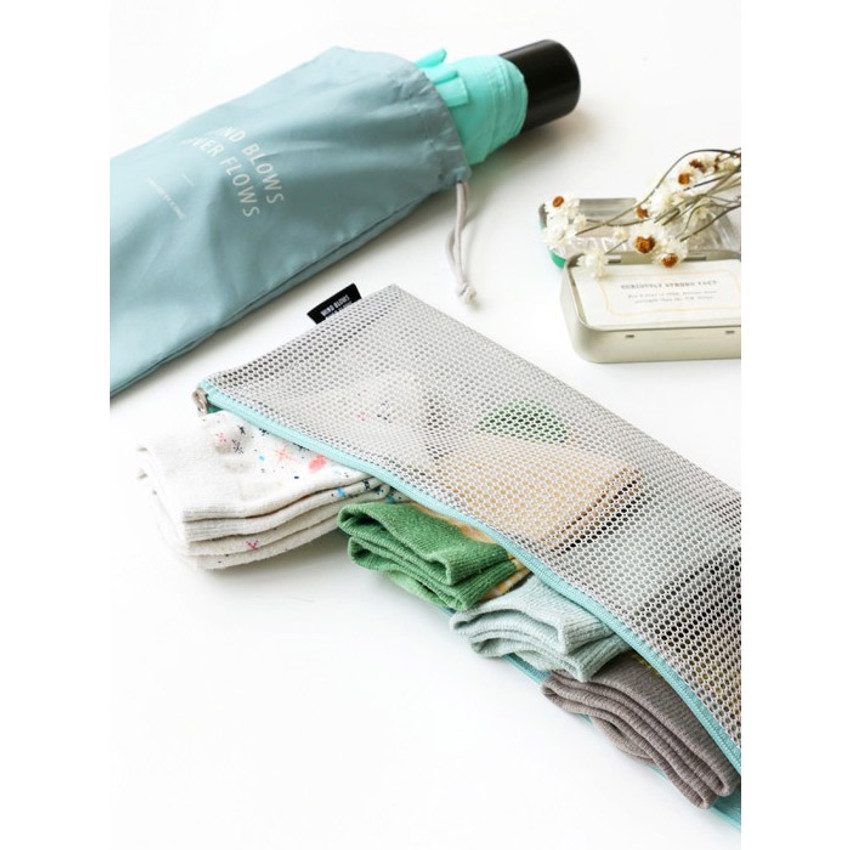 Gray - Mesh travel long pouch and drawstring pouch