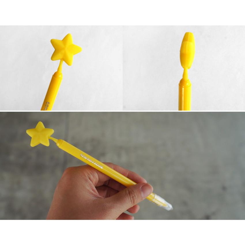 Detail of Star dream black pen 0.7mm