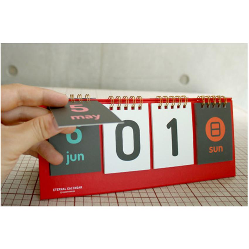 Wirebound flip perpetual desk calendar
