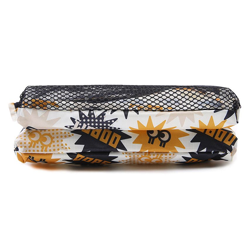 Detail of Merrygrin travel mesh large zipper pouch