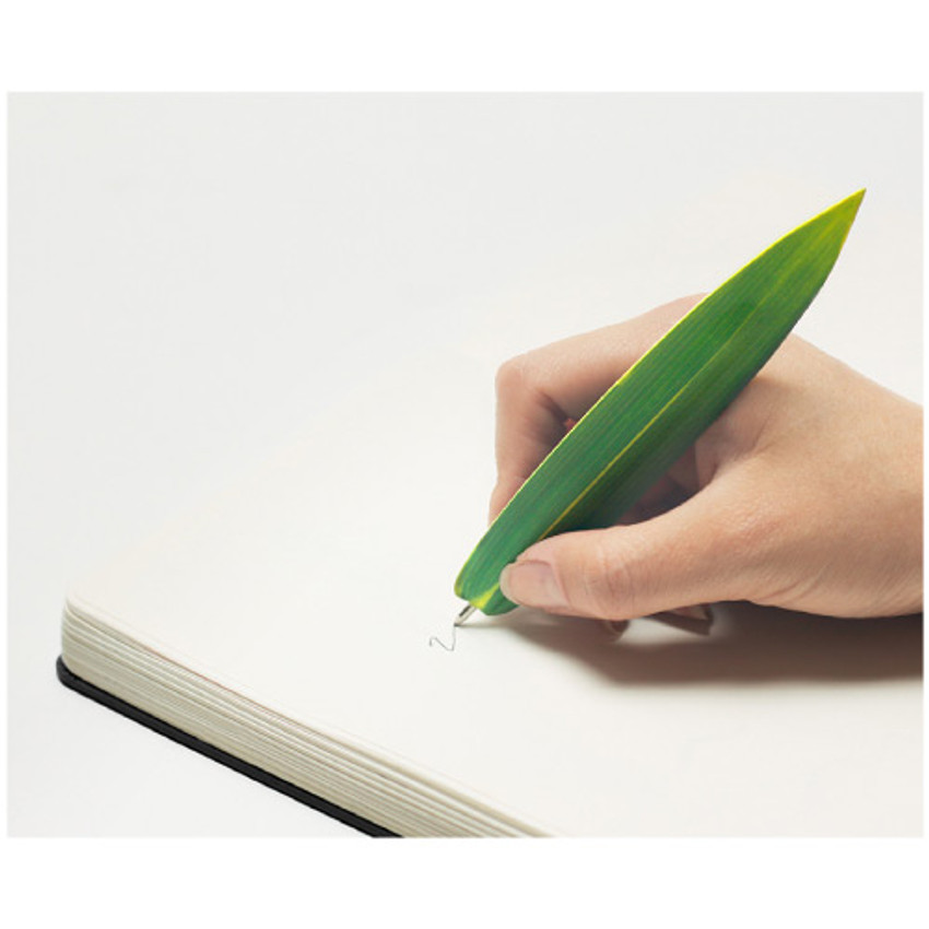 Bamboo green leaf bookmark black ballpoint pen