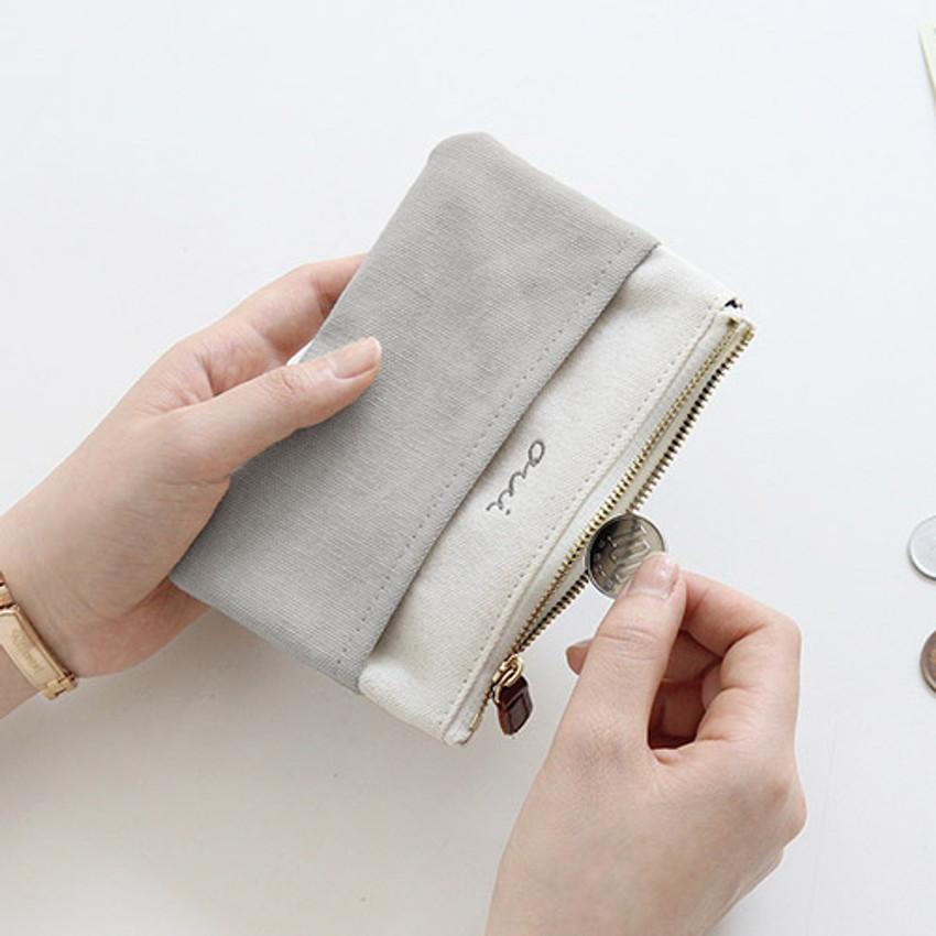 Warm gray - Around'D pocket zipper small pouch