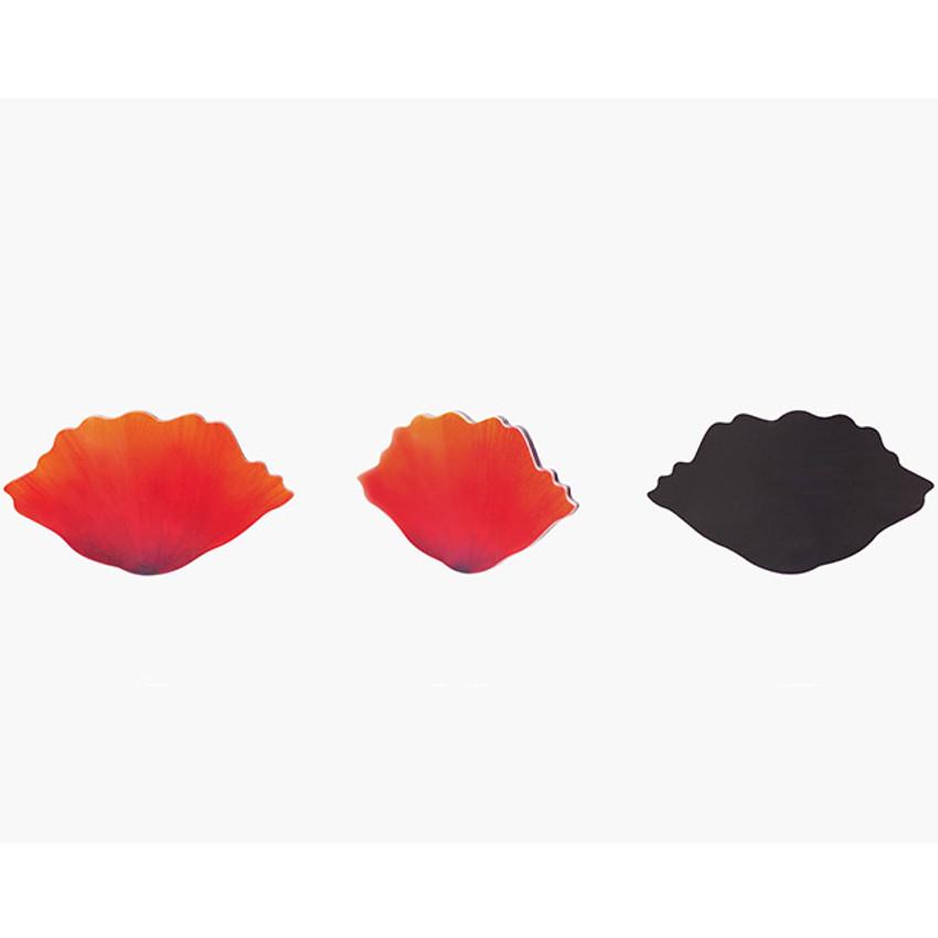 Detail of Poppy magnet set