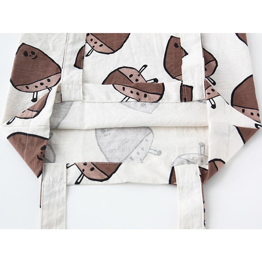 Detail of Livework Jam Jam pattern daily shoulder tote bag