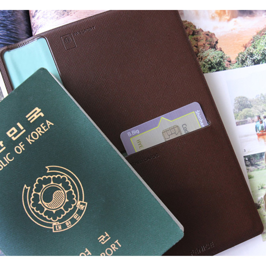 Fenice Simple RFID blocking medium passport cover