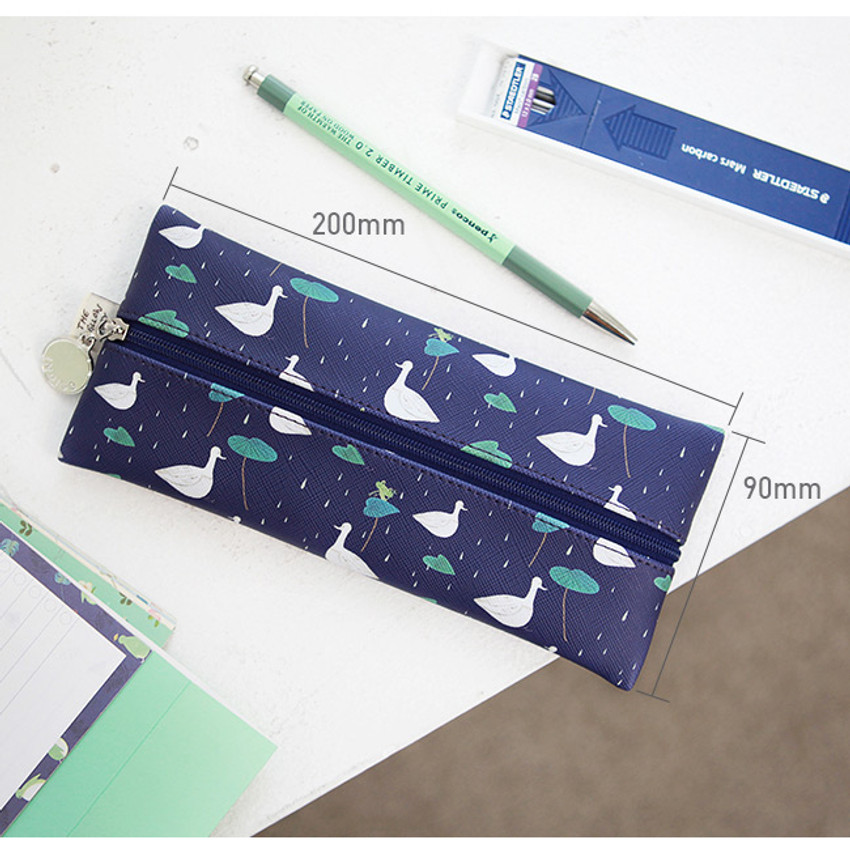 Size of Willow illustration pattern zipper pencil case