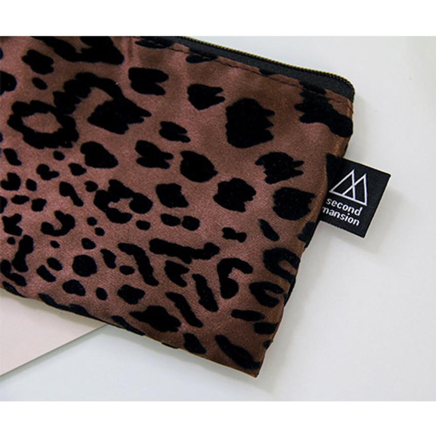 Detail of Leopard pattern zipper pencil case