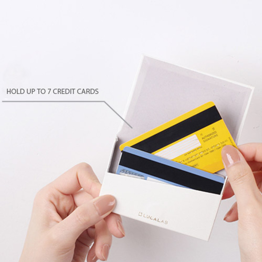 Hold up to 7 credit cards
