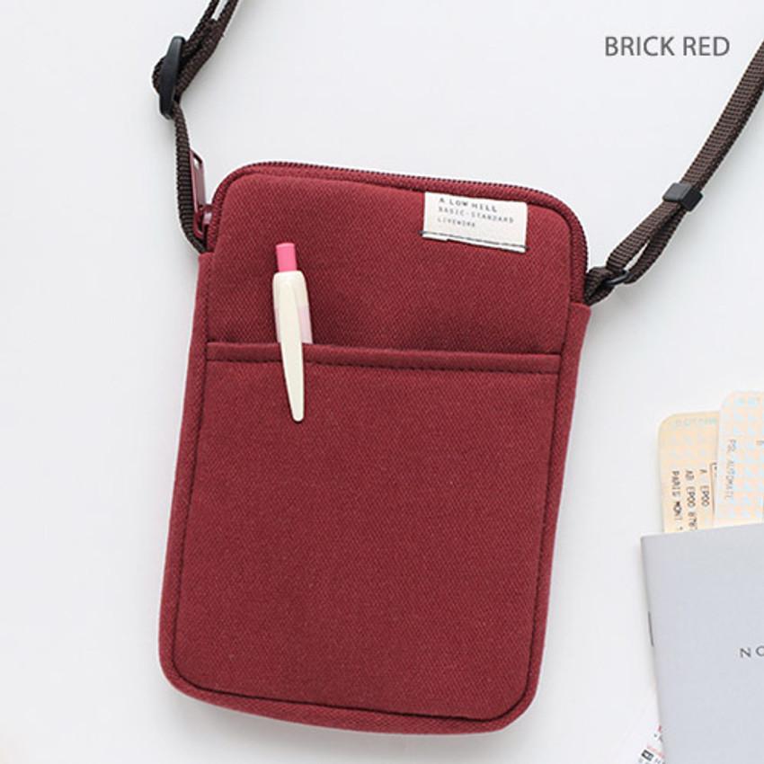 Brick red - A low hill basic standard pocket crossbody bag