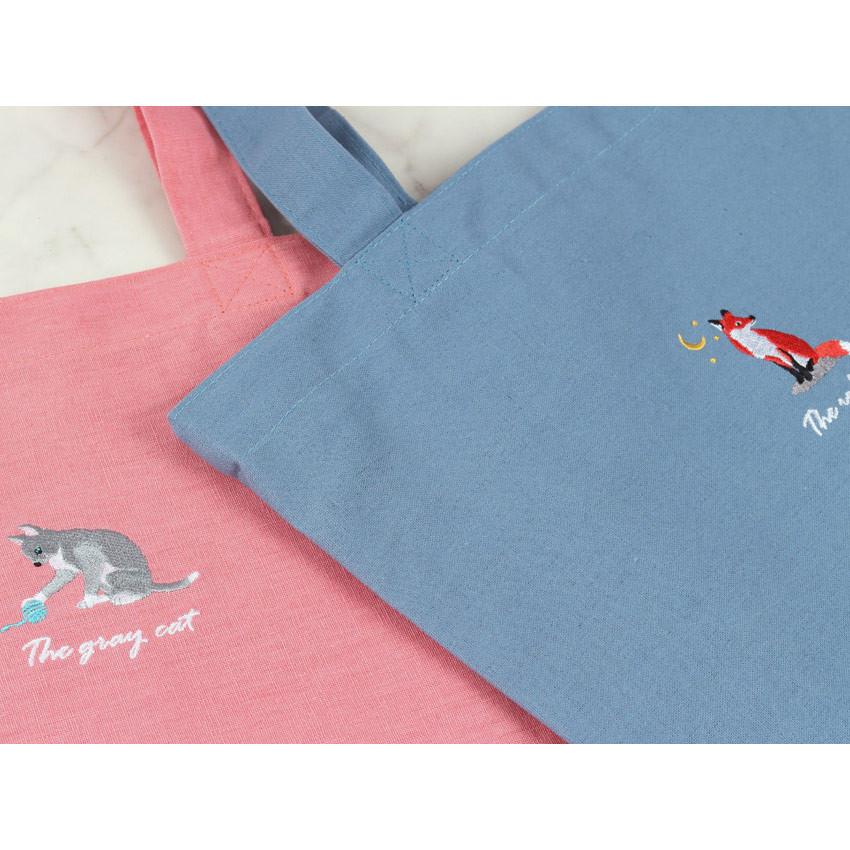 Detail of Tailorbird animal space shoulder tote bag