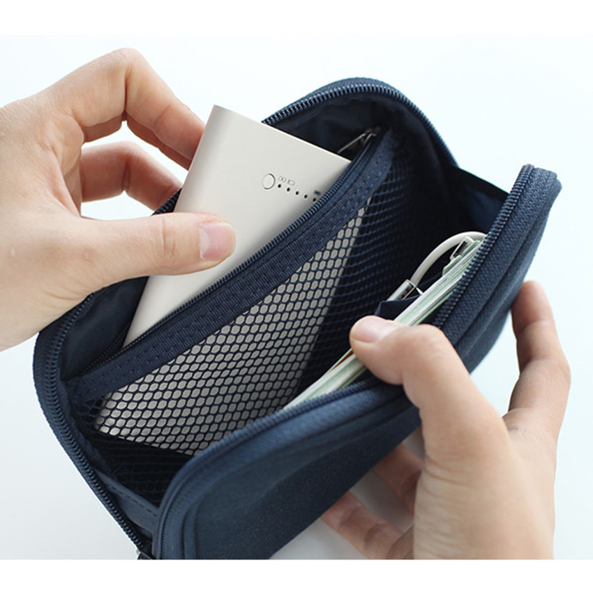 Mesh pocket