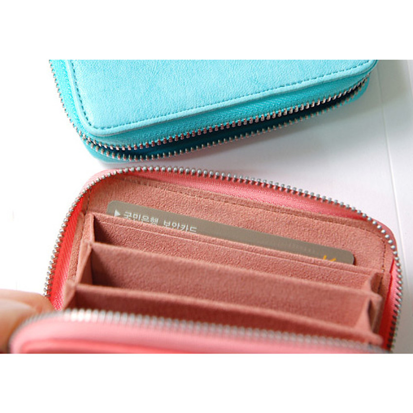 Detail of Simple zippered accordion card wallet