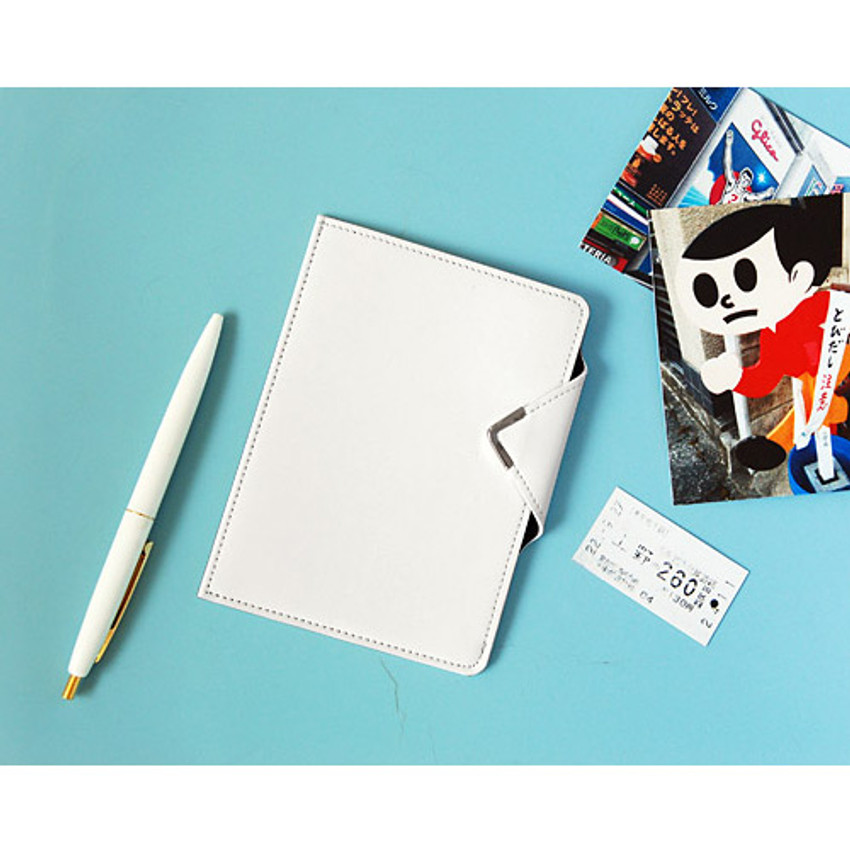 Cream - Simple passport holder with magnetic snap closure