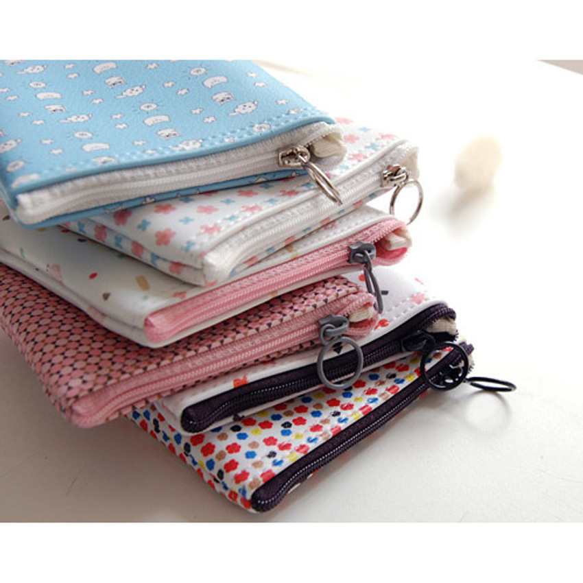 Detail of Pattern small zipper flat pouch