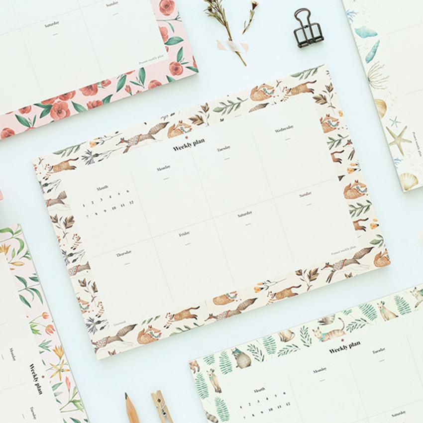 Prust pattern undated weekly desk planner
