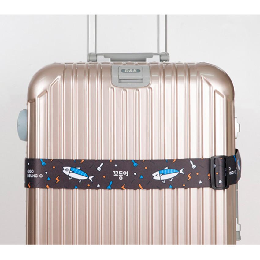 Ggo deung o luggage strap with lock