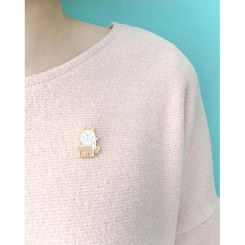 DESIGN IVY Ggo deung o friends gold line pin badge