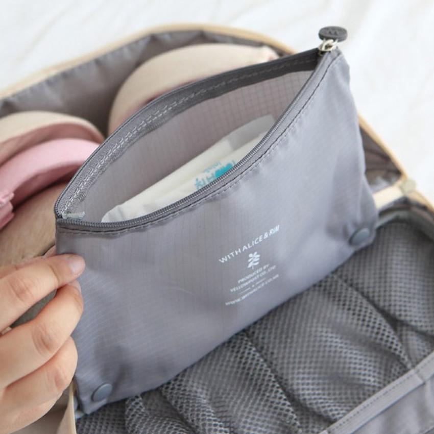 Detachable zipper pouch