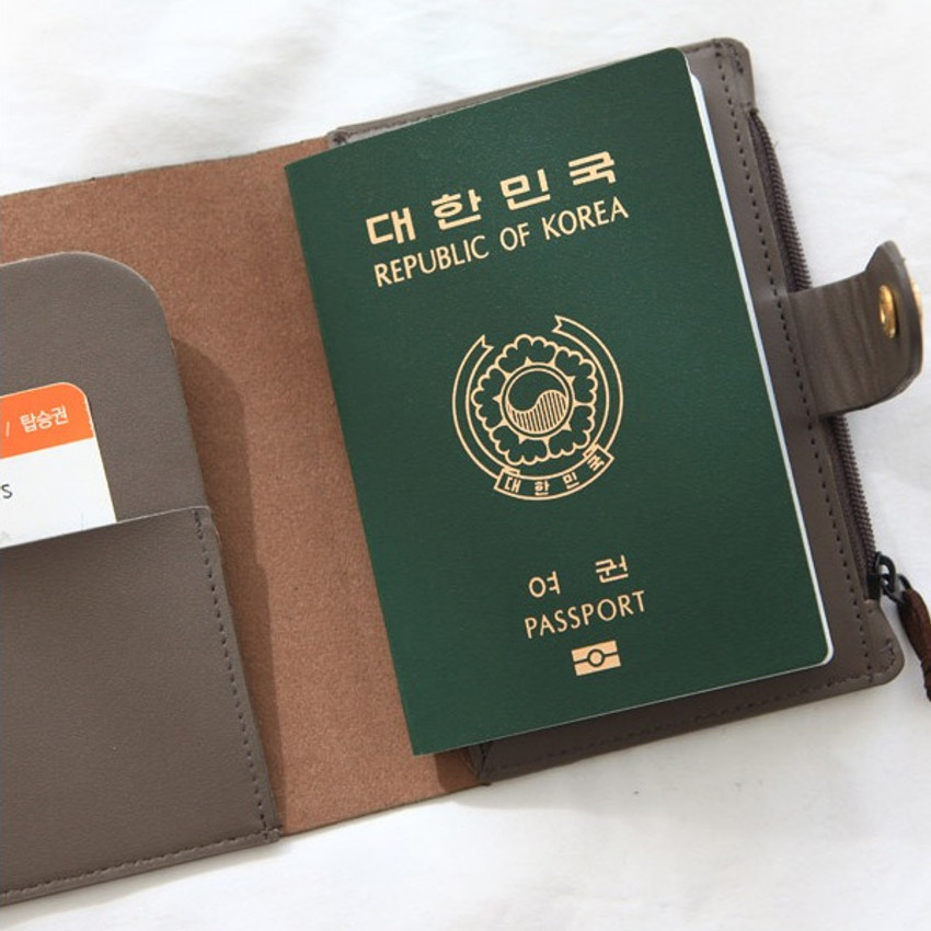 How to use - Think about W passport case wallet with zipper pocket