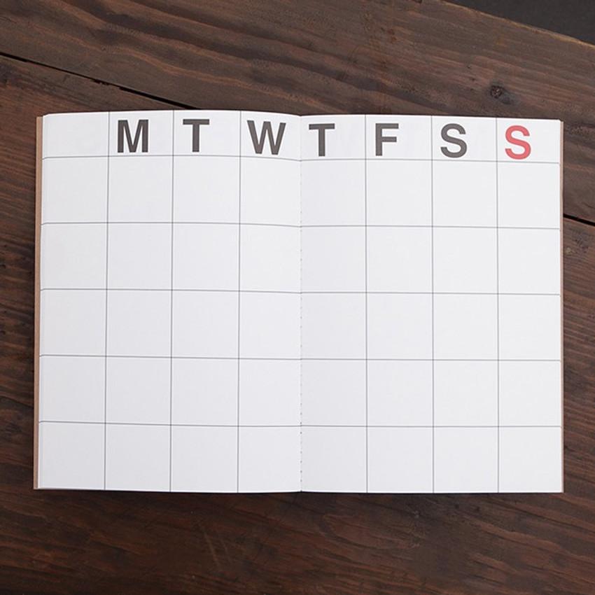Detail of Medium 16 months undated monthly planner