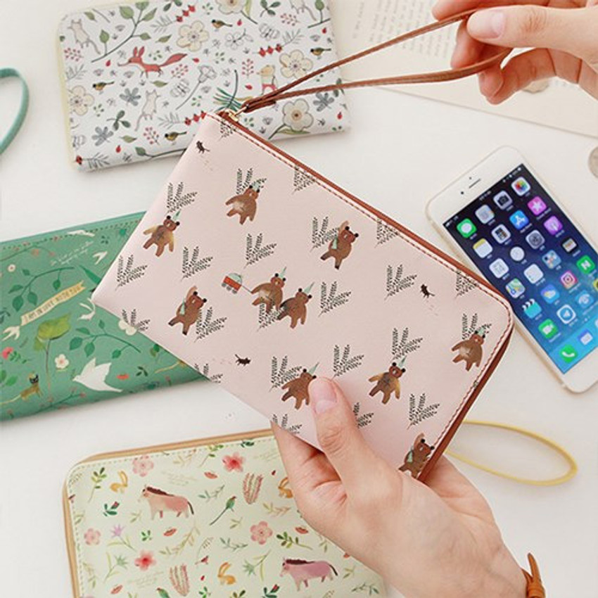 Willow story pattern half zip around wallet