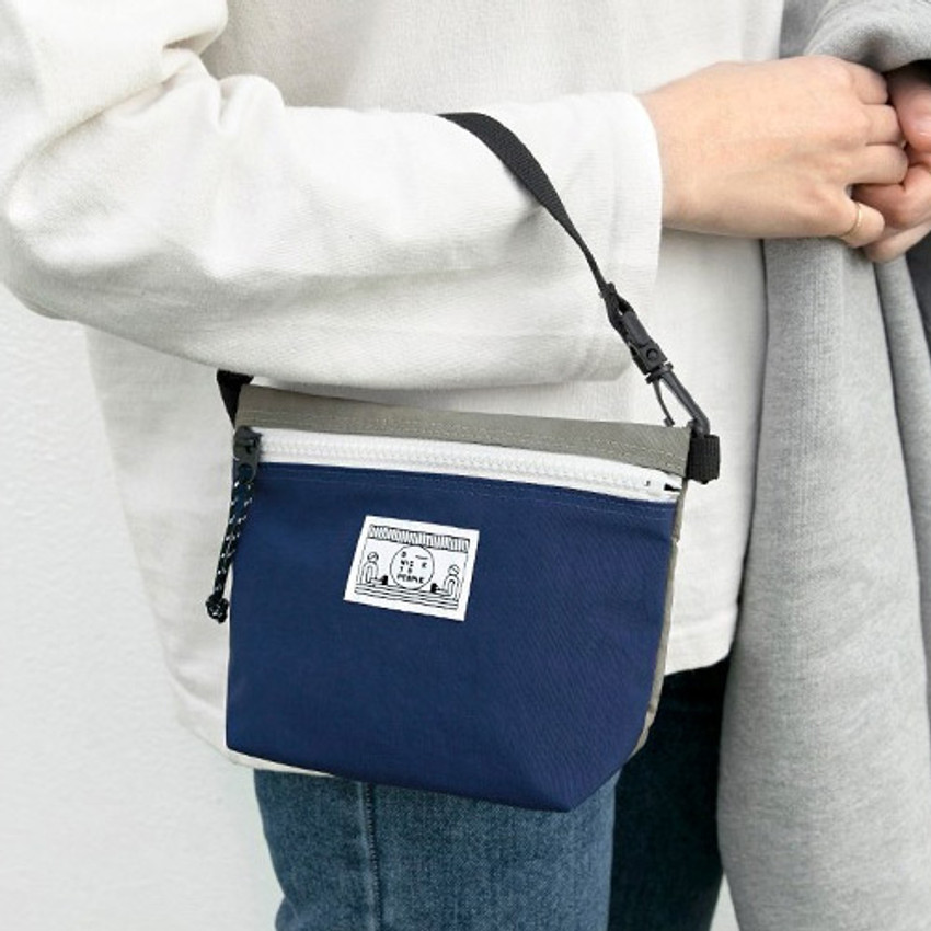 Blue - Washer zipper pouch with wrist strap