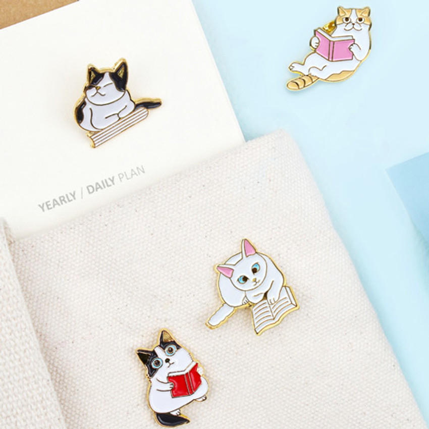 Lovely cat reading a book badge