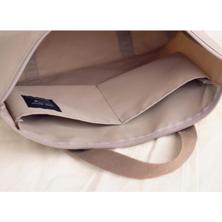 Detail of Byfulldesign Travelus travel medium zipper tote bag