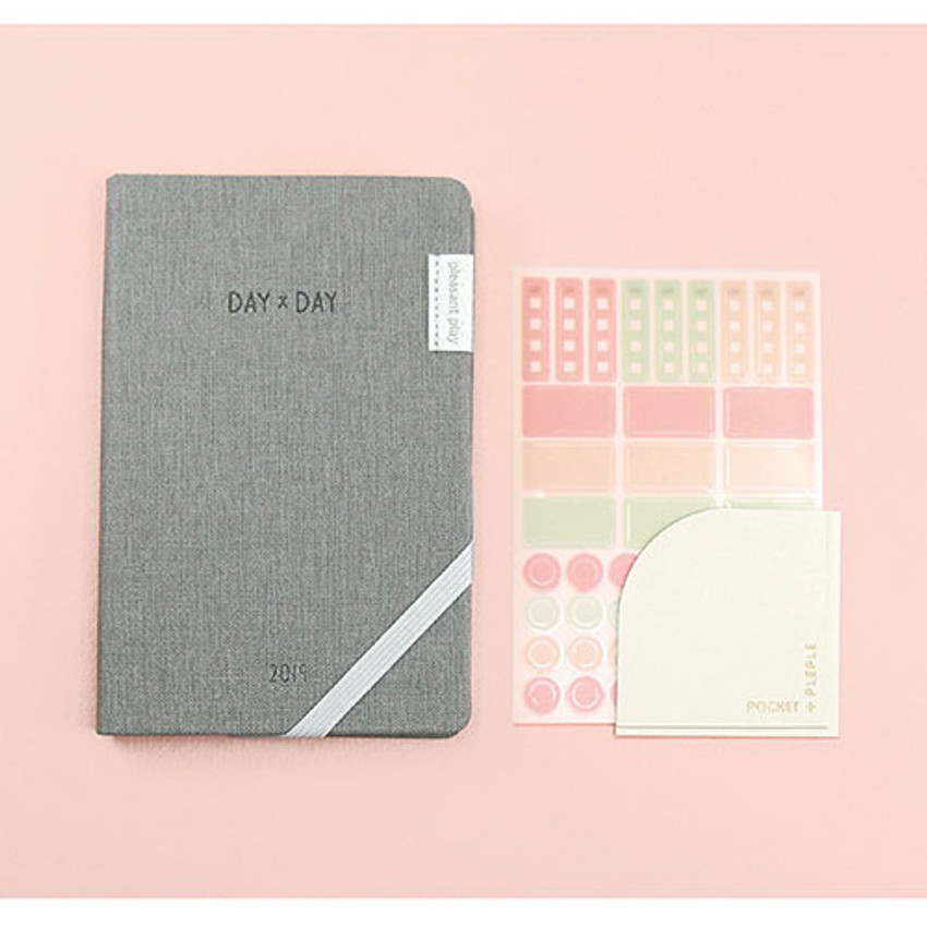 Composition of 2019 Day by Day small dated weekly diary