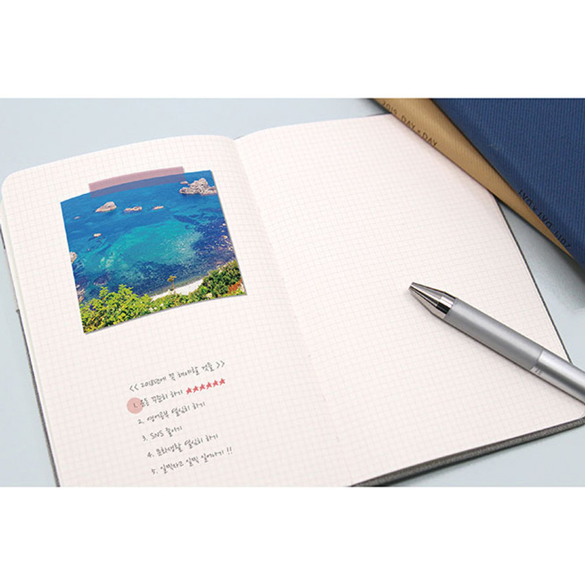 Free note - 2019 Day by Day small dated weekly diary