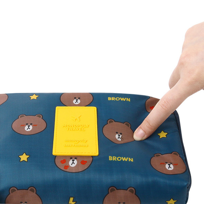 Extra padding layer - Line friends half zip around large cable pouch (2018)