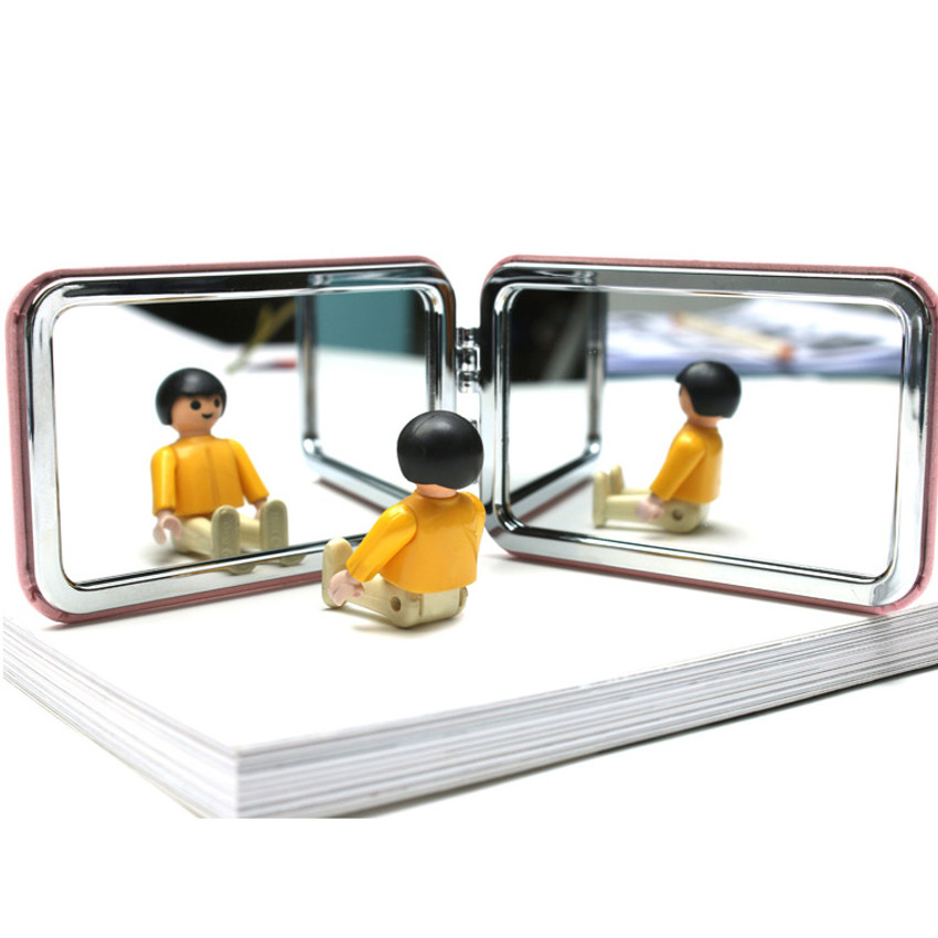 Example of use - World literature folding hand mirror