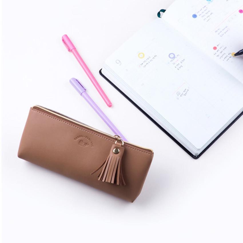 Example of use - Rihoon Tassel PU zipper pencil case pen pouch