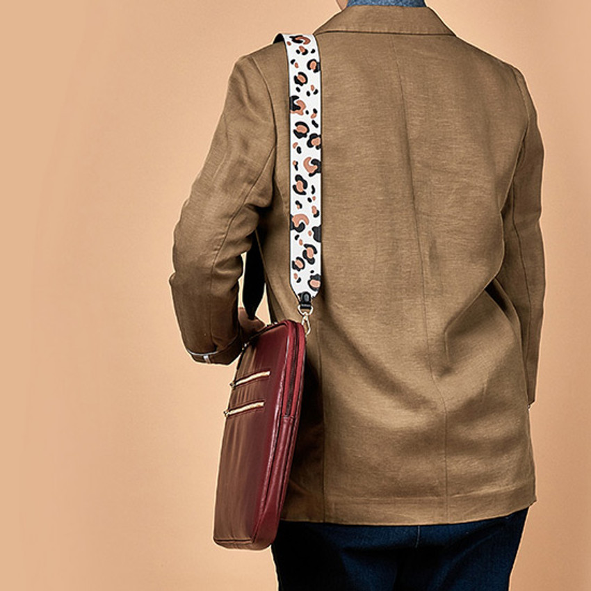 Example of use - Antenna Shop Mood maker synthetic leather shoulder strap