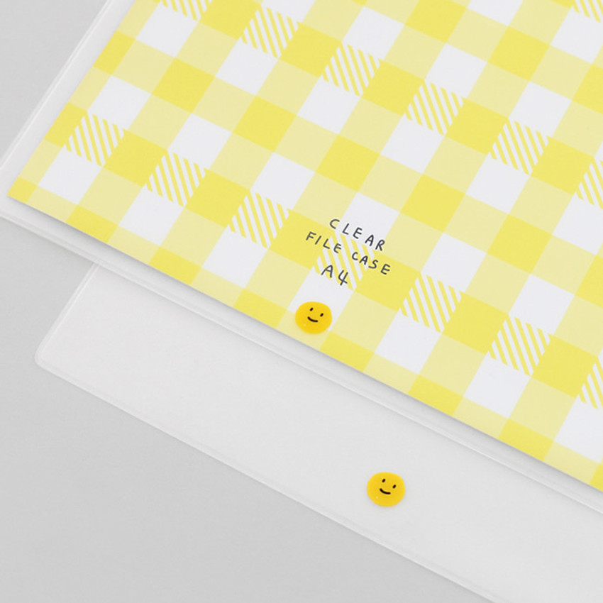 Example of use - 2NUL Smile A4 size clear snap file folder case pouch