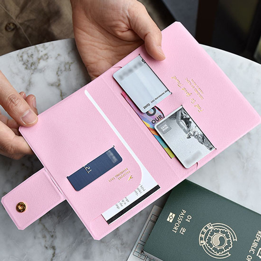 Example of use - Play Obje Airline travel passport case holder