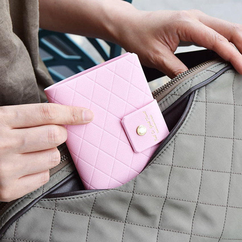 Example of use - Play Obje Diamond pattern travel passport case holder