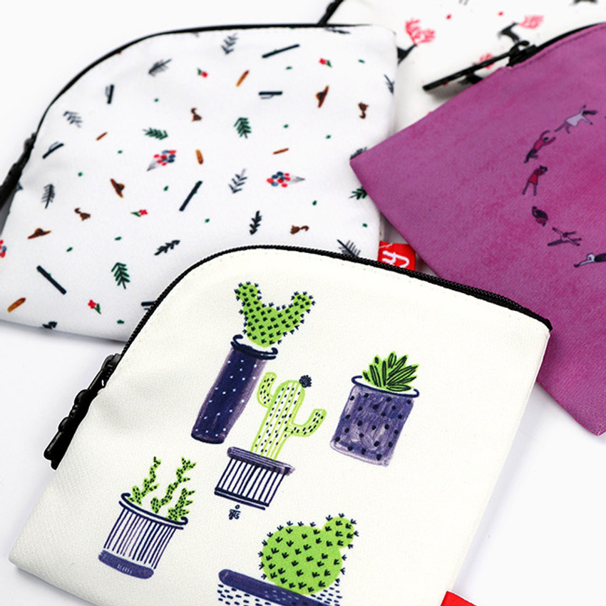Example of use - All new frame D collection mini zipper pouch