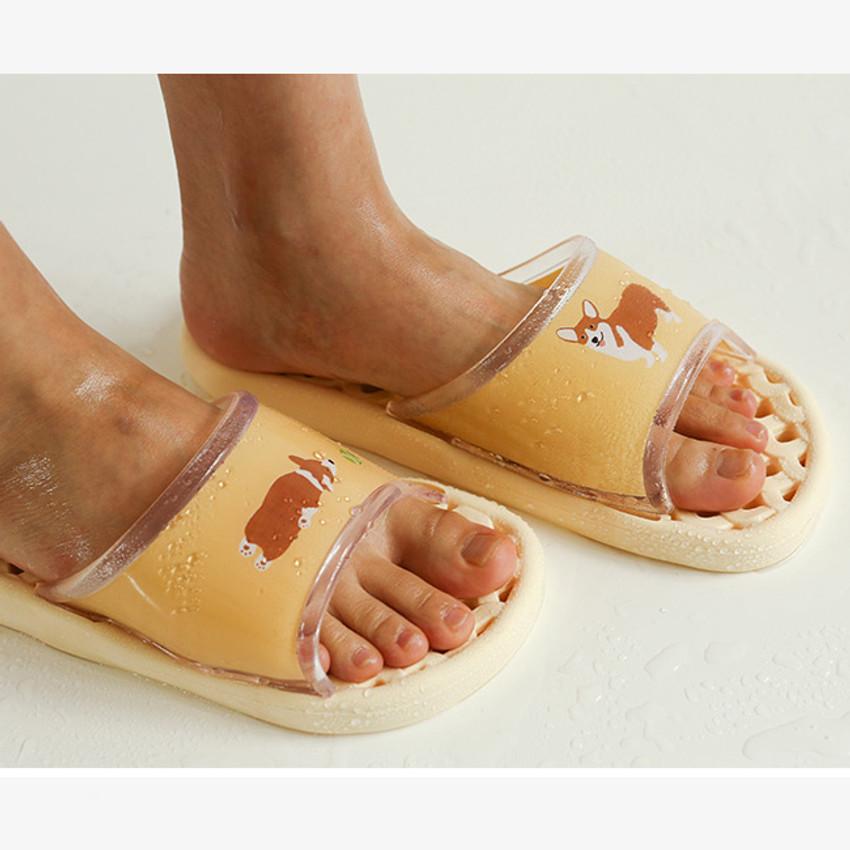 Example of use - Dailylike Welsh corgi and cat non slip bath shower slippers