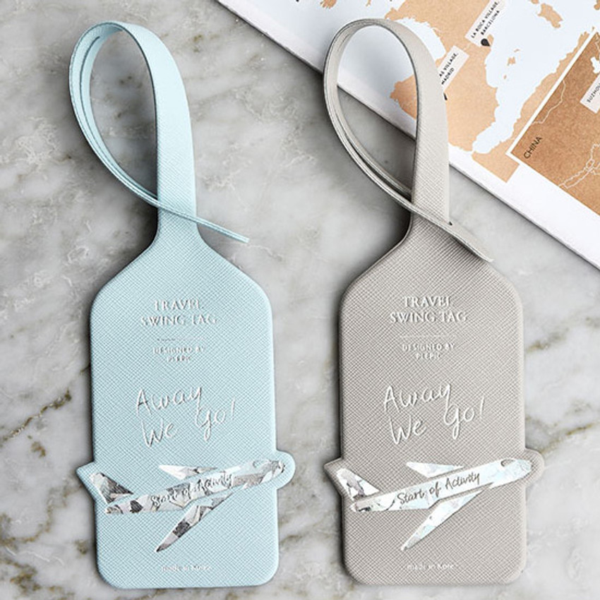 Example of use - Play Obje Away we go hologram travel swing luggage name tag