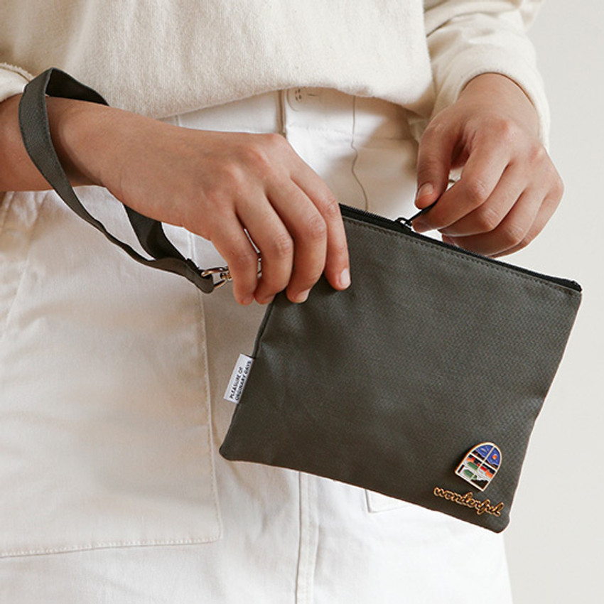 Example of use - Dailylike Oxford cotton flat pouch with a strap