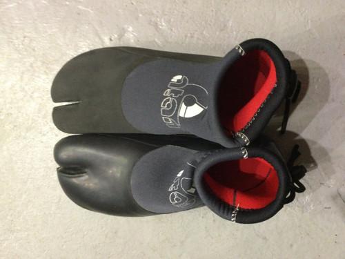 Atan Madi Split Toe Wetsuit Shoe  38-39 Faded