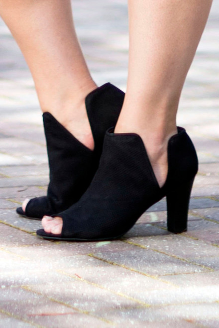Peek A Bootie -Black