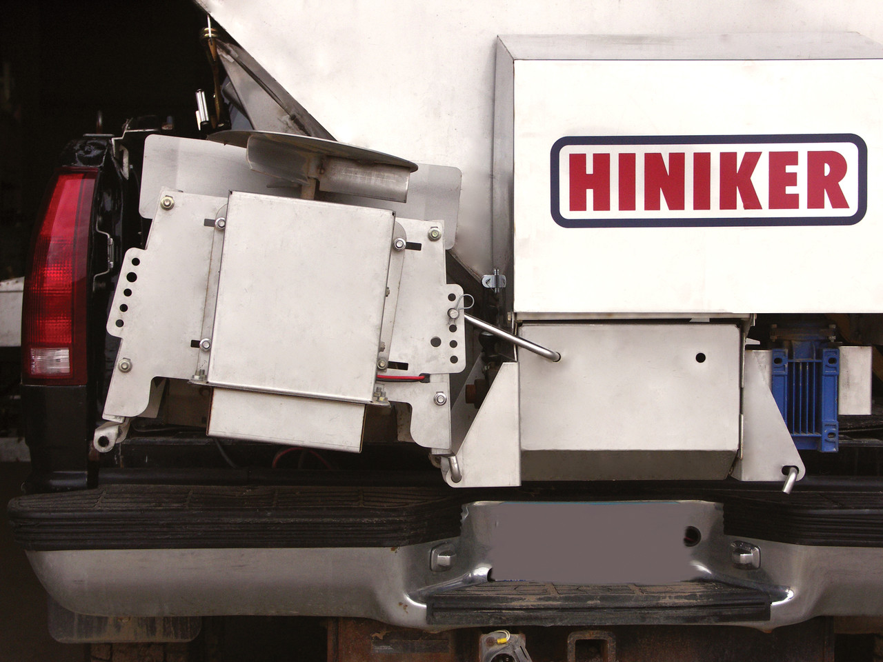 HN625 --- Hiniker OHV Gas Engine Conveyor Delivery Spreader - 6.5'
