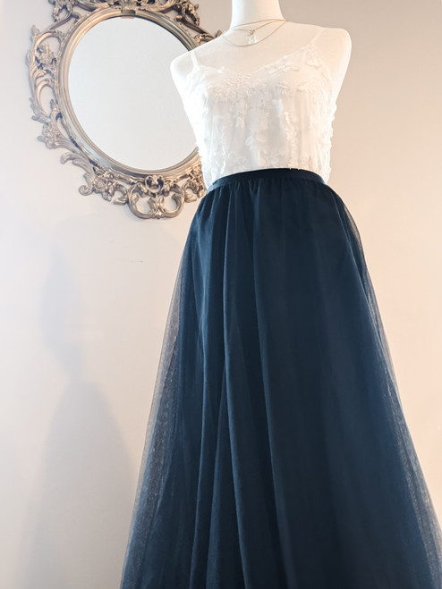 Women's Petal Skirt in Black