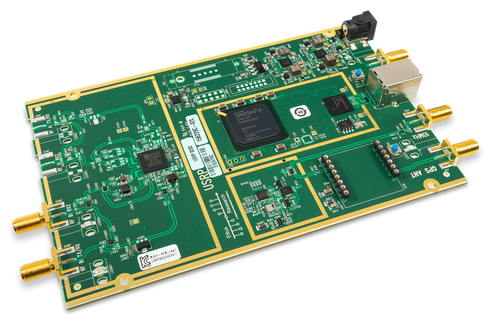 Product image of the Ettus USRP B200 displayed at an oblique angle.